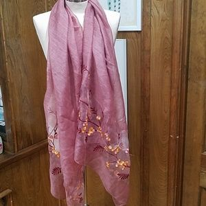Aratta scarf with embroidery